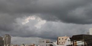 朝の曇り空